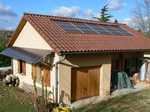 2 champs solaire sur une même maison, 1 en brise soleil, l'autre en intégration toiture.
